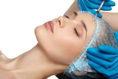 Fine della chirurgia del fronte della donna di bellezza sul ritratto Immagini Stock Libere da Diritti