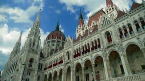 Fine della costruzione del Parlamento di Budapest su stock footage