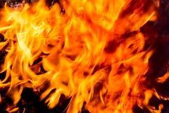 Fine della fiamma del fuoco della fiammata sul fondo di struttura Struttura astratta del fuoco fotografie stock