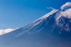 Fine della montagna di Fuji su innevato sulla cima Fotografia Stock