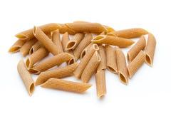 Fine della pasta dei maccheroni della farina di segale su isolata su bianco Immagini Stock Libere da Diritti