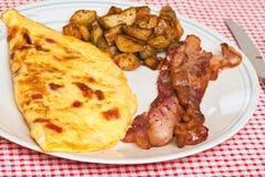 Fine della prima colazione dell'omelette in su fotografie stock