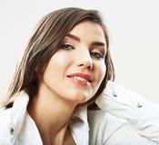 Fine della ragazza dell'adolescente sul ritratto di bellezza isolato su backgr bianco Fotografia Stock
