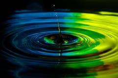 Fine della spruzzata della goccia di acqua su fotografie stock libere da diritti