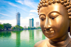 Fine della statua di Buddha alta e Colombo Immagini Stock