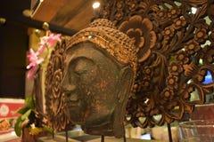 Fine della statua della testa di Buddha su immagini stock libere da diritti