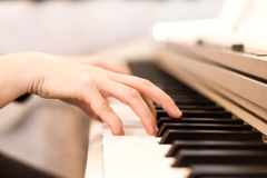 Fine della tastiera di piano su in bianco e nero Fotografia Stock Libera da Diritti