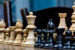 Fine dettagliata su delle figure in bianco e nero di scacchi Fotografie Stock Libere da Diritti