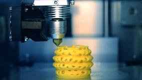 fine di funzionamento della stampante 3D su Stampante tridimensionale automatica 3d stock footage