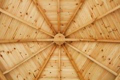 Fine di legno del soffitto del gazebo su Immagine Stock