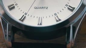 Fine di lusso dell'orologio del ` s degli uomini su archivi video