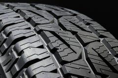 Fine di profilo del pneumatico dell'automobile su Fotografie Stock Libere da Diritti