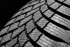 Fine di profilo del pneumatico dell'automobile su Fotografia Stock