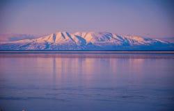 Fine di signora di sonno dei vulcani dell'Alaska sui pendii Fotografia Stock