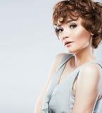 Fine di stile di bellezza della donna sul ritratto del fronte Fotografia Stock