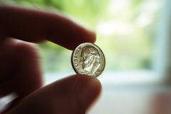 Fine disponibila di scoppio dello zoom della moneta da dieci centesimi di dollaro su alta qualità Fotografia Stock Libera da Diritti