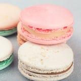 Fine francese tradizionale di Macarons dei dolci su Fotografia Stock