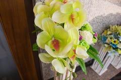 Fine gialla dell'orchidea in su immagine stock