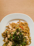 Fine giapponese deliziosa di Yakisoba di cucina su Immagine Stock