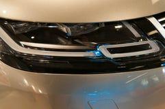 Fine moderna, nuova, brillante del faro dell'automobile su Fotografie Stock Libere da Diritti