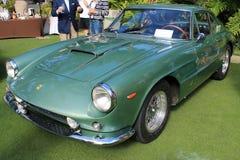 Fine quarta anteriore di vista di Ferrari 400 classici su Fotografie Stock Libere da Diritti