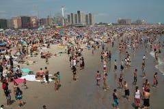 Fine settimana della spiaggia dell'isola di Coney. Immagine Stock Libera da Diritti