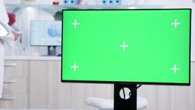 Fine statica sul colpo dello schermo di monitor con il modello video d archivio