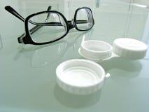 Fine in su degli occhiali e dell'astuccio delle lenti del contatto Fotografie Stock Libere da Diritti
