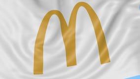Fine su della bandiera d'ondeggiamento con il logo di McDonald's, ciclo senza cuciture, fondo blu Animazione editoriale 4K ProRes stock footage