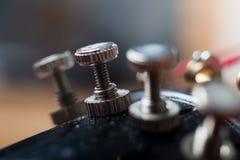 Fine su di regolare piolo su un violino Fotografia Stock