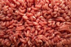 fine sul fondo strutturato crudo della carne tritata, vista superiore fotografie stock