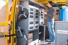 Fine sul furgone dei linemans fotografia stock libera da diritti
