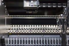 Fine sull'unità componente automatica dell'alimentazione della scelta del PWB LED SMT e dell'alimentatore della macchina del post fotografia stock