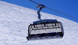 Fine vuota della cabina di funivia dello sci su alle montagne Titlis della neve Immagine Stock Libera da Diritti