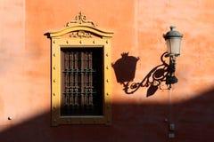 Finestra andalusa di stile a Granada fotografia stock