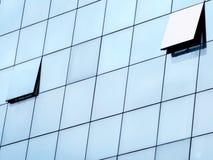 Finestra aperta sulla facciata di vetro Fotografia Stock Libera da Diritti