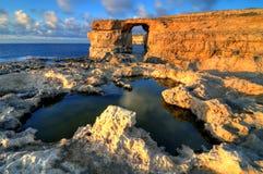 Finestra azzurrata su Gozo, isole HDR di Malta Immagine Stock