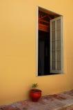 Finestra coloniale Fotografie Stock Libere da Diritti
