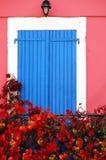 Finestra colorata tipica Fotografie Stock Libere da Diritti