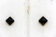 Finestra con gli otturatori di legno bianchi chiusi Fotografia Stock Libera da Diritti