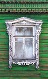 Finestra con il bello caso di legno corroso & x28; nasus& x29; Immagine Stock