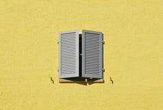 Finestra con le imposte Fotografia Stock Libera da Diritti