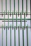 finestra con le sbarre di ferro verdi Immagine Stock