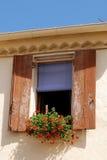 Finestra con le tonalità nella vecchia campagna del villaggio Fotografia Stock Libera da Diritti