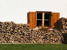 Finestra con legno fotografia stock