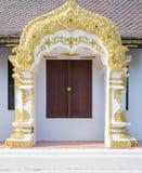 Finestra decorata in tempio buddista Immagini Stock