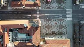 Finestra decorativa di un appartamento storico Completi giù la vista aerea della torre o del dei commemorativa Caduti di Torre in video d archivio