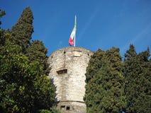 Finestra decorativa di un appartamento storico La vecchia città La fortezza ed il suo giardino Fotografie Stock