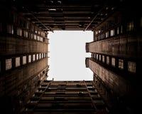 Finestra del cielo nella città fotografie stock