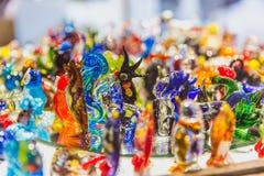 Finestra del negozio con i ricordi fatti del vetro famoso di Murano a Venezia fotografia stock libera da diritti